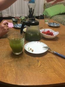 Cerises japonaises et thé vert glacé, en dessert.